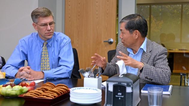 Congressman Erik Paulsen visits EVS